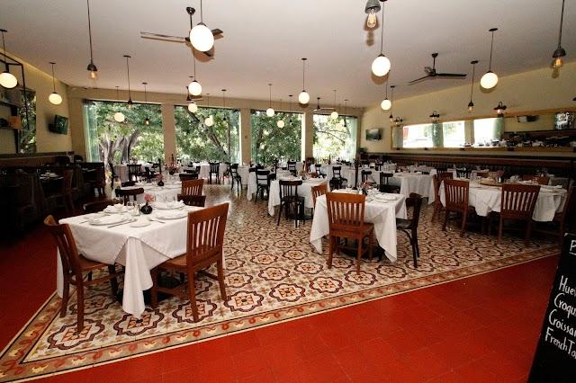 Tr3s 3istro Restaurant & Oyster Bar