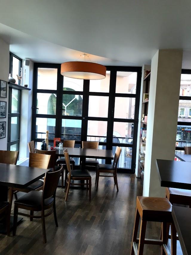 Brown's Coffee Lounge