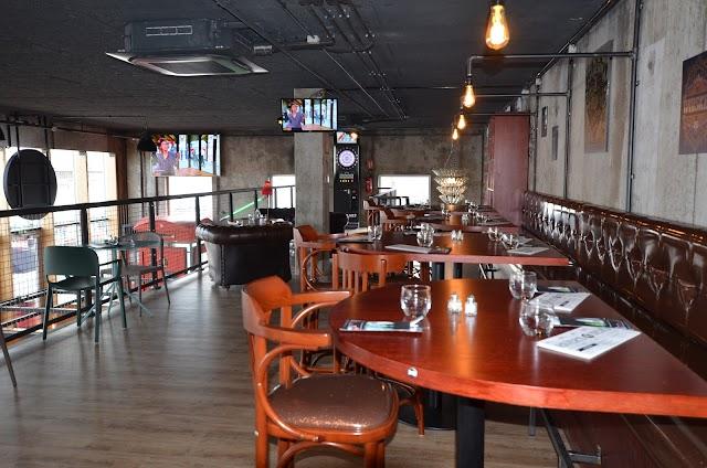 River's Pub