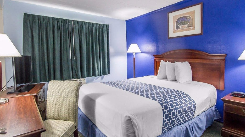 Econolodge Inn & Suites Hartford Airport