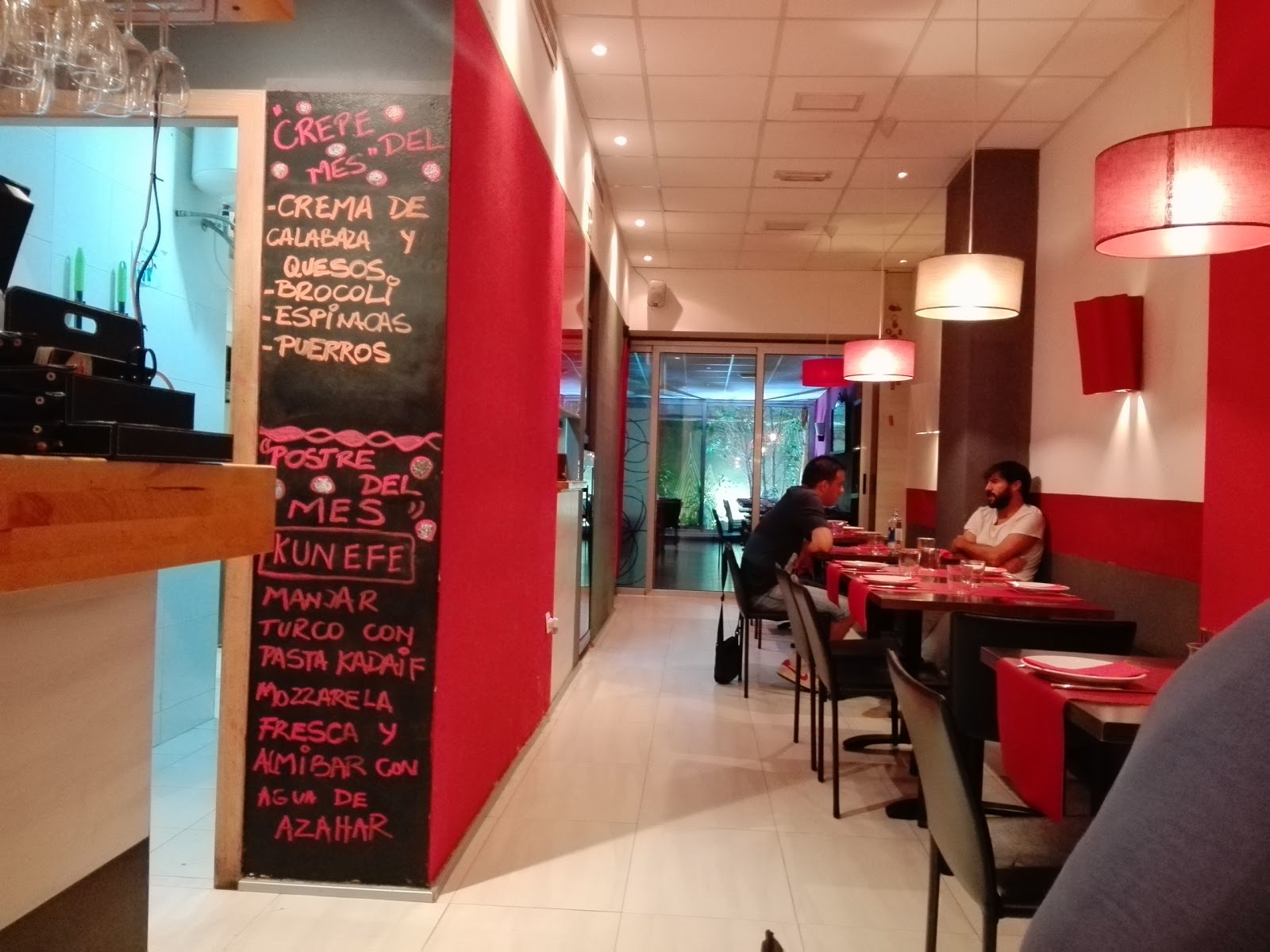 Uma Crepes & Pastas: A Work-Friendly Place in Valencia