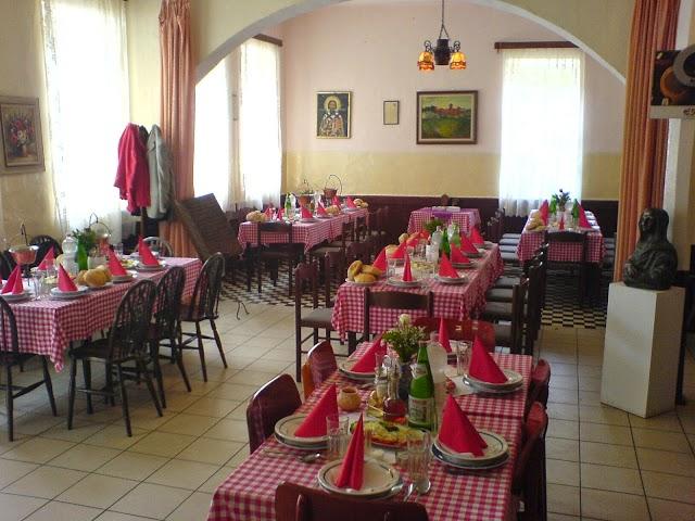 """Restoran nacionalne kuhinje """"Kafana Kod Mira"""" od 1826. godine."""