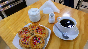 CHOCOLATE & CAFE BOUTIQUE 2