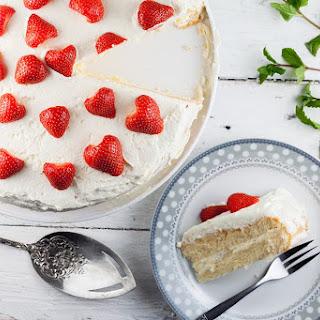 Lemon Curd Strawberry Cake