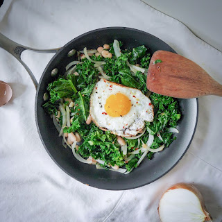 10 Minute Garlicky Kale and White Bean Sauté