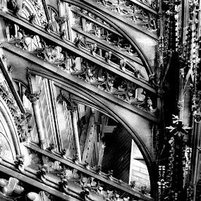Details zu der zweiten Rekonstruktion des Kölner Dom (1999) by Anton Ehrenreich - Black & White Buildings & Architecture