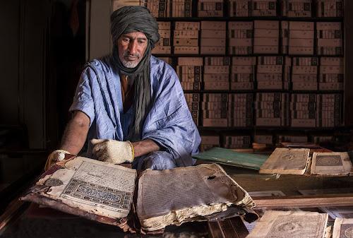 libri antichi, custodi del tempo passato di Pensatore