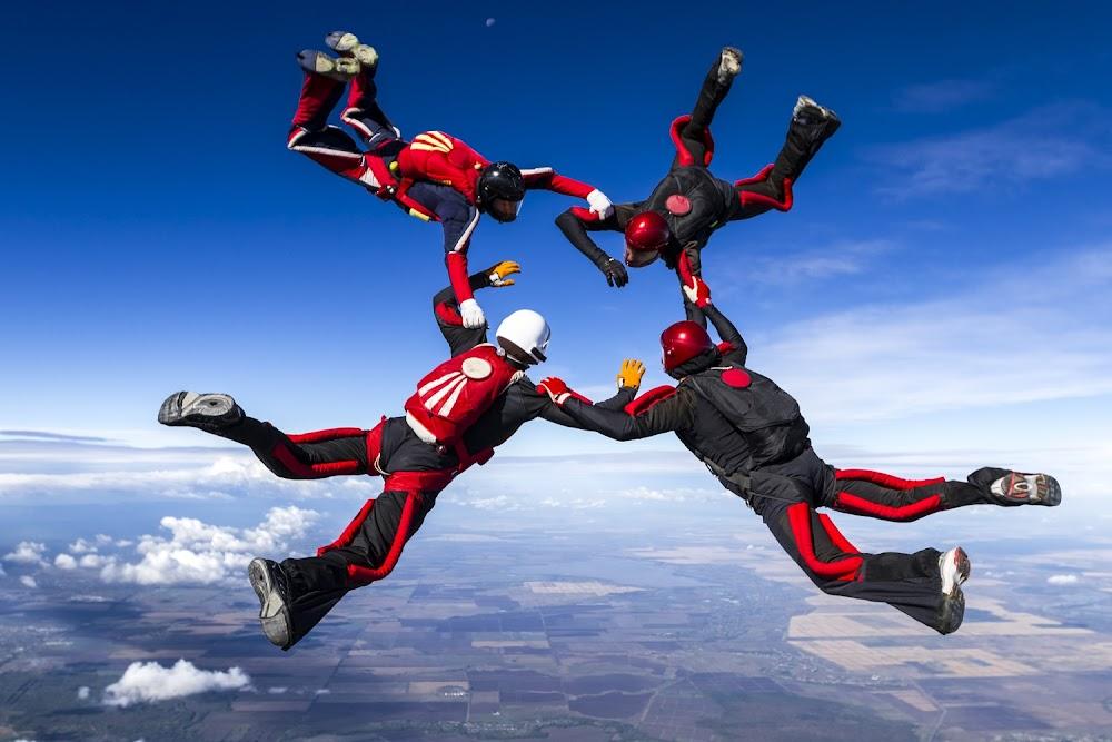 NEIL MANTHORP: Valskerms, bungee jumps en toetswedstryde is die ding vir adrenalien-junkies