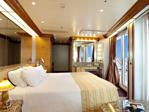 A look at the Vista Suite on Carnival Spirit.