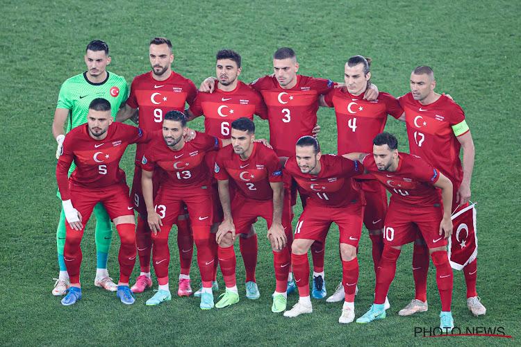 🎥  Doelman Turkije pakt meteen uit met geweldige redding in openingswedstrijd EK