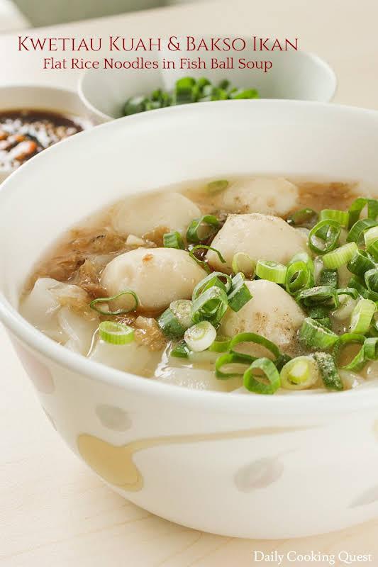 Kwetiau Kuah dan Bakso Ikan - Flat Rice Noodles in Fish Ball Soup