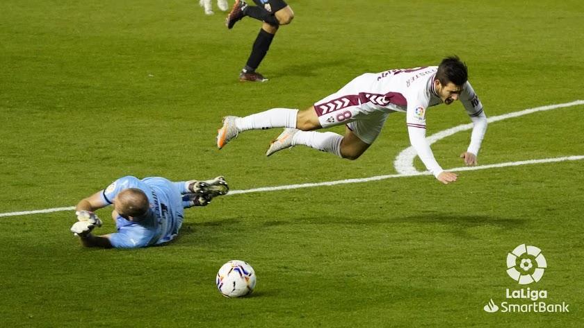 Makaridze comete penalti tras una sabida a la verbena.