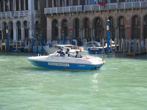 Photo: Poliisiauto - ei kun vene! (kaupungissa oli myös ambulanssi-, palo- ja hautausveneitä)