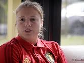 """Justien Odeurs leest gemene tweets over vrouwenvoetbal voor ... en reageert: """"Kijk dan niet hé"""""""