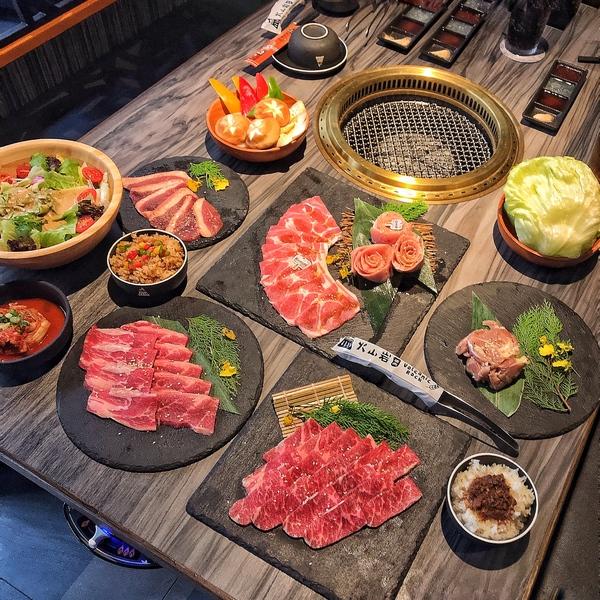 火山岩燒肉竹北旗艦店 竹科人的聚餐好選擇 部落的牛豬盛宴 風格餐廳 新竹高級燒肉推薦 慶生餐廳