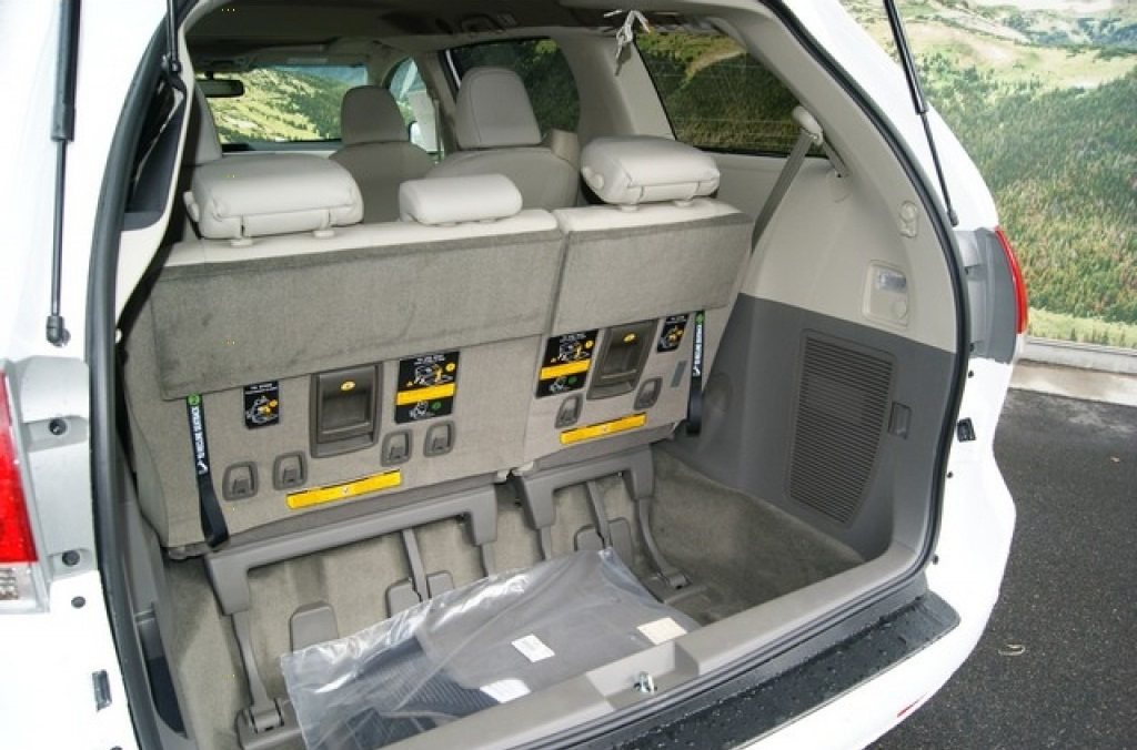 minivan_trunk.jpg