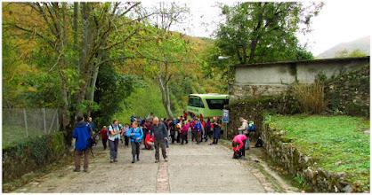 Photo: Comenzamos la ruta al lado de la iglesia del pueblo: San Bartolomé. Orlé se divide en dos barrios: el de Encima la Villa y el de Nozaleda.