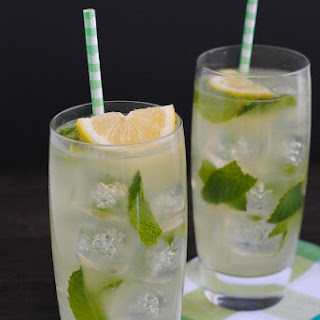 Homemade Lemonade with Honey and Mint