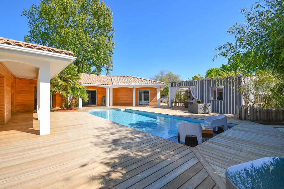Vente villa 8 pièces 234 m² à Mios (33380), 854 000 €