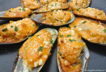 Bombdiggidy Baked Mussels Recipe