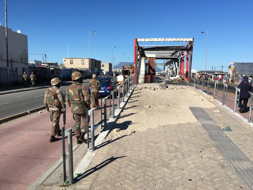 Kaapstad stoot terug teen taxibase, reik R1 miljoen in boetes uit en skiet 118 voertuie op - SowetanLIVE