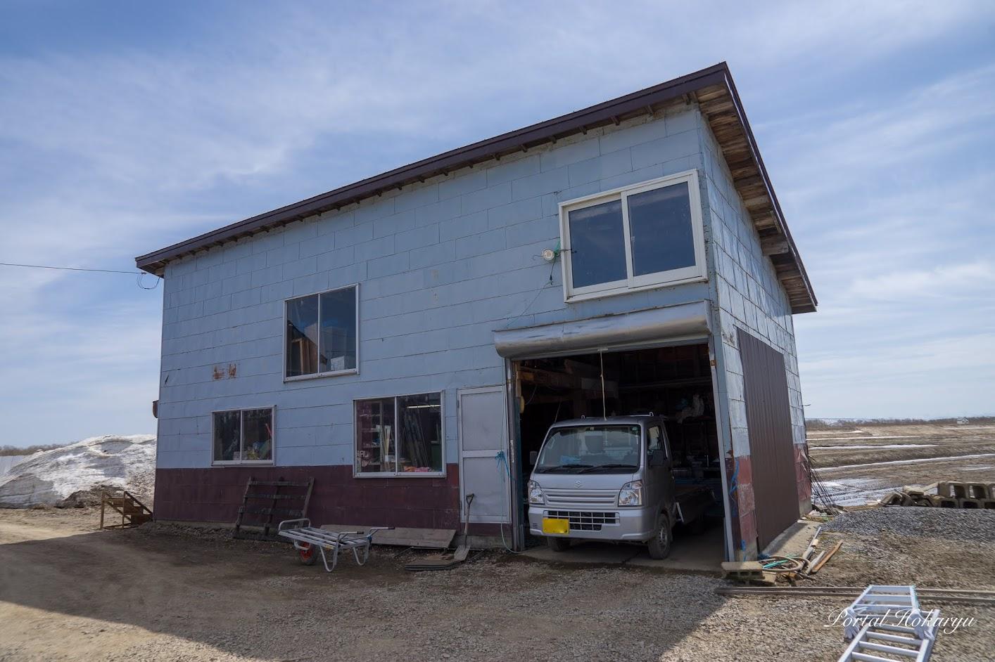 播種作業が行われている倉庫