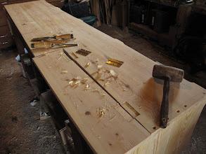 Photo: De nouveaux coffres à l'atelier dans du joli sapin rouge...