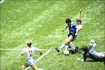 """Engelse doelman heeft het nog steeds moeilijk met 'Hand van God': """"Maradona was de beste speler tegen wie ik het ooit opnam"""" & """"Jammer dat hij nooit sorry zei"""""""