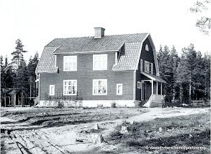Photo: Kasern 1948. Före branden var 1949 mellan nyår o tretton dan 4-fam hus bostad åt Storå hyttarbetare