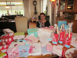 Photo: Iets Dekker met haar geborduurde kadoartikelen bij Angeline's Care & Beauty