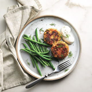 Salmon Cakes With Green Beans
