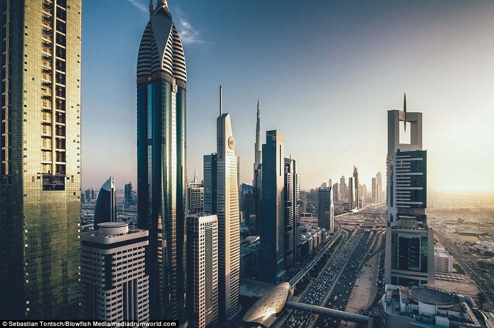 Nhung toa nha choc troi o Dubai huyen ao trong suong hinh anh 8