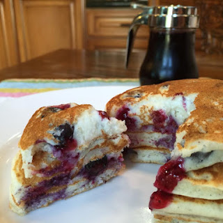 Easy Blueberry Buttermilk Pancakes {Guest Post}.