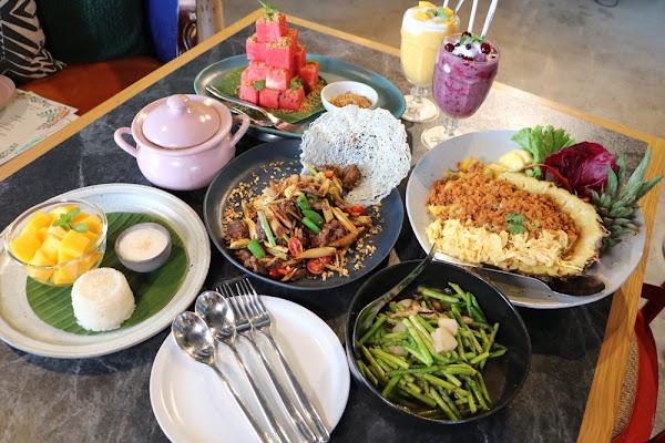 高雄美食。WOO Taiwan 泰式料理 棧貳庫店 x 南洋叢林系 IG網美打卡餐廳 – 快樂的過每一天