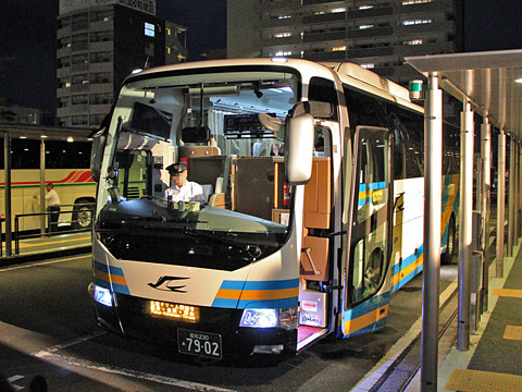 JR四国バス「北陸ドリーム四国号」 7902_09 まもなく発車