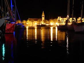 Photo: Trogir bij nacht vanop het eiland Čiovo