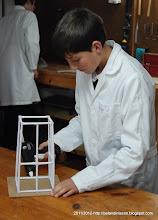 Photo: Uniendo la base de madera a la torre
