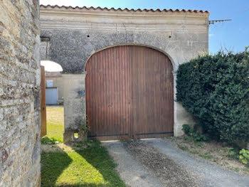 maison à Neuvicq-le-Château (17)