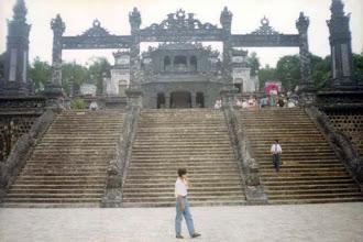 Photo: lăng Khải Định - lối vào