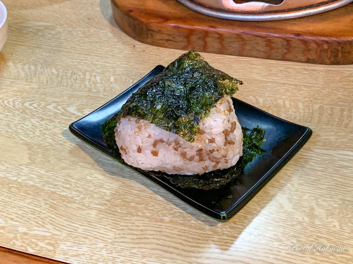 韓国海苔おにぎり・ひき肉と白胡麻入り