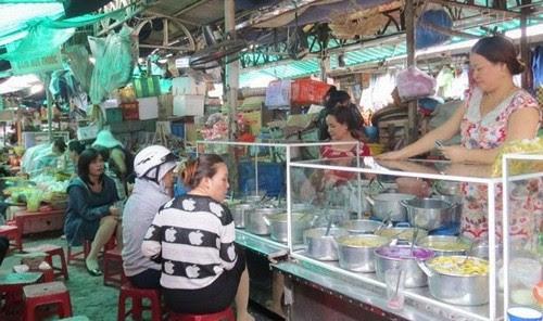 Đi chợ Đông Ba ăn hàng 10