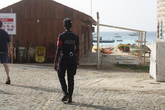Photo: Kvinnlig polis.