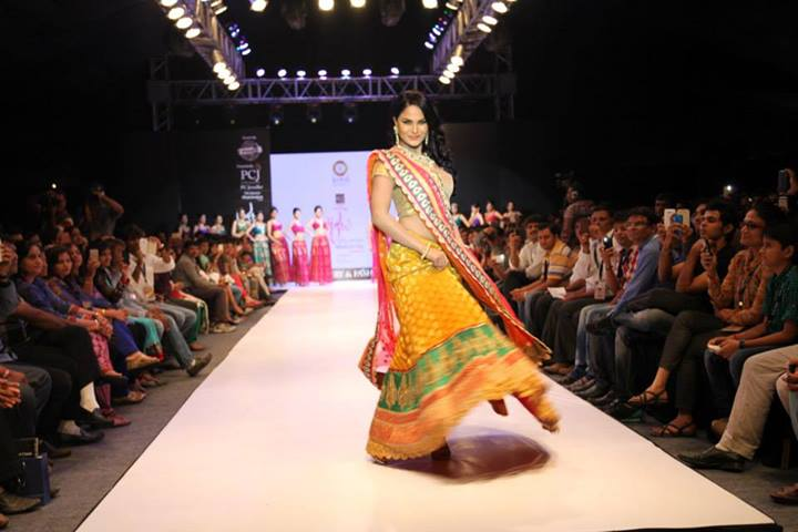 Veena Malik on the ramp walk, Veena Malik in desi dress