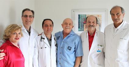 Photo: Marisa e Lula com os doutores (em ordem, a partir da esquerda) Artur Katz, Roberto Kalil Filho, João Luis Fernandes e Raul Cutait no Sírio Libanês. Foto: Ricardo Stuckert