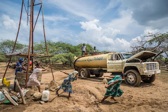 Photo: Fuerza corporal para sacarle agua al molino - comunidad de Caciporchi - Uribia