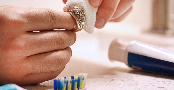 Có rất nhiều cách vệ sinh trang sức tại nhà mà bạn có thể dễ dàng thực hiện