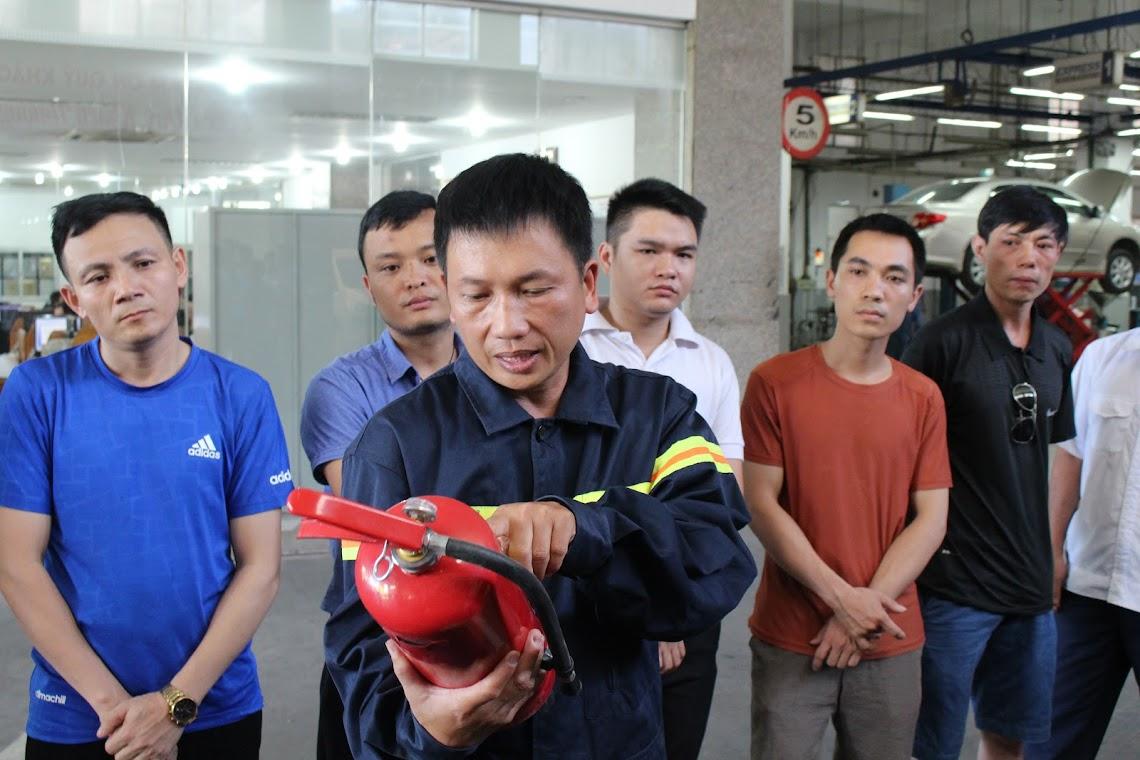 Cảnh sát PCCC hướng dẫn cách thức sử dụng bình chữa cháy