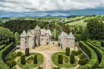 château à Orcival (63)