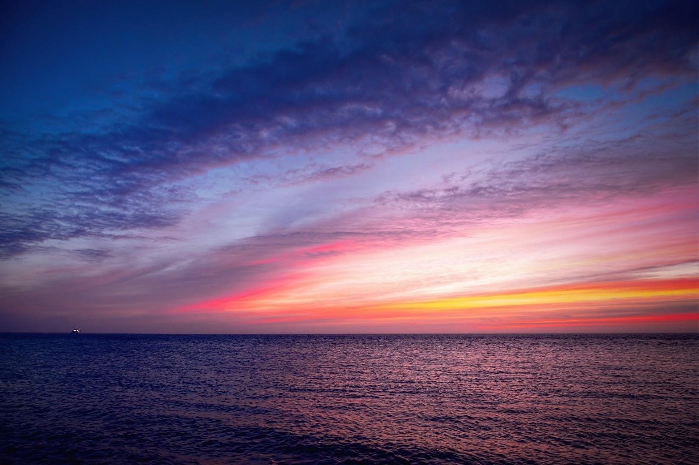Une image contenant eau, nature, crépuscule, nuage  Description générée automatiquement