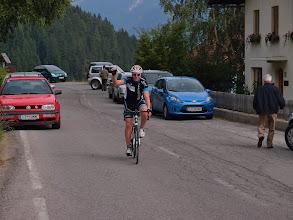 Photo: Aankomst van Dirk op de top van de eerste klim (van 6 km lengte) op de Pustertaler Höhenstraße.